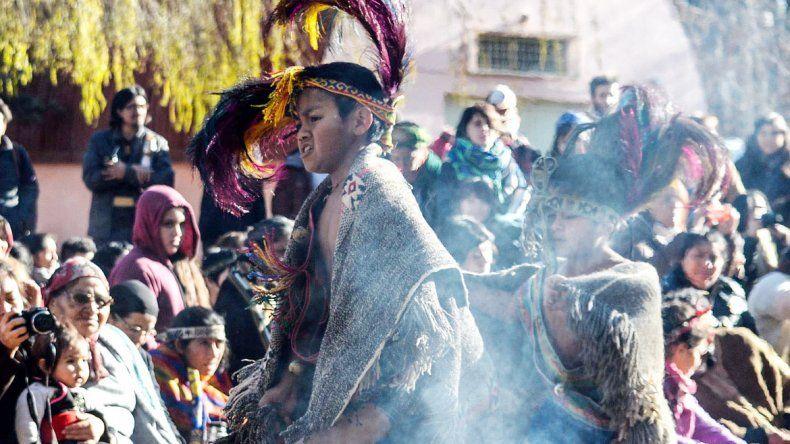 En la ceremonia a orillas del Limay