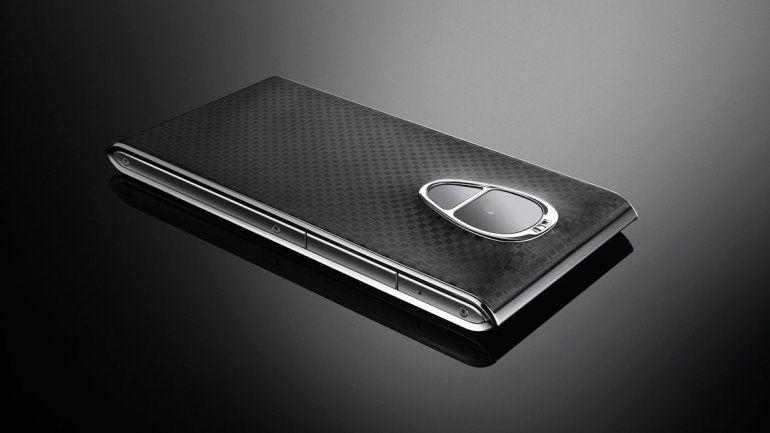 Facha. La cubierta es de fibra de carbono y los laterales son metálicos.