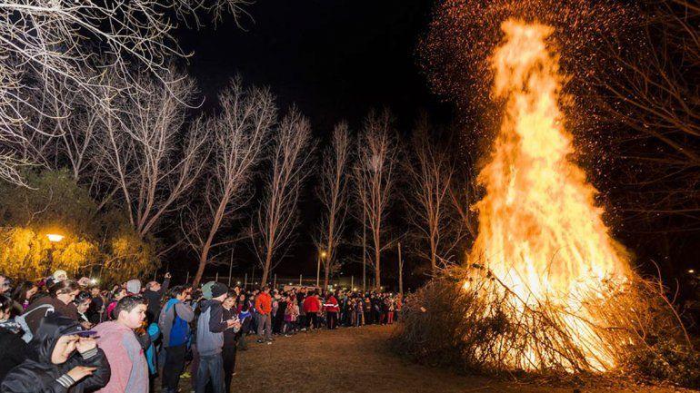 Hace 30 años que los vecinos de Río Grande celebran la fogata de San Juan.