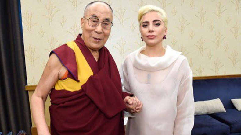 Lady Gaga se reunió con el Dalai Lama y se armó un escándalo