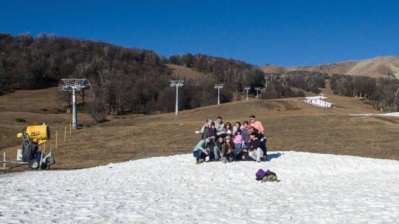 El cerro Chapelco sigue sufriendo la falta de nieve.