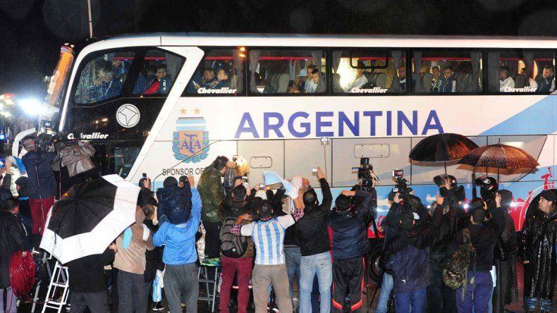 La Selección llegó anoche. No tuvieron contacto con la prensa ni con los hinchas.