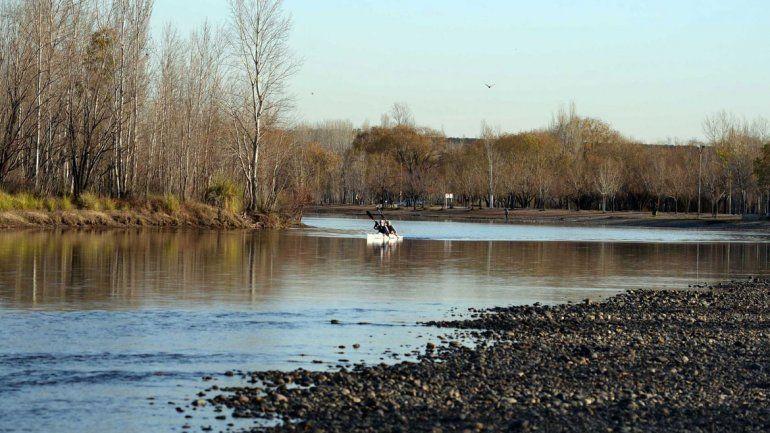 El río Limay puede sufrir la sequía. Se acordó con el gobierno nacional obras para reforzar las tomas de agua a fin de evitar problemas.