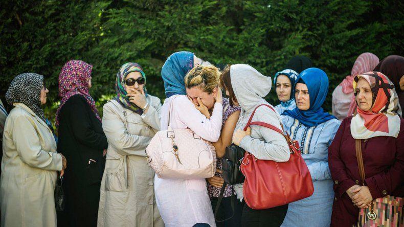 Los familiares de víctimas del atentado del martes