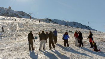 Tanto Chapelco como el Bayo están desnudos de nieve. Las caminatas, cabalgatas y otras actividades son una alternativa.