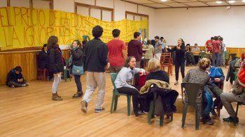 Comunidad educativa de la EPET 12 tomó el salón municipal para exigir respuestas.