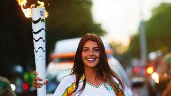 Calu Rivero llevó la antorcha olímpica en su paso por Foz do Iguaçu.