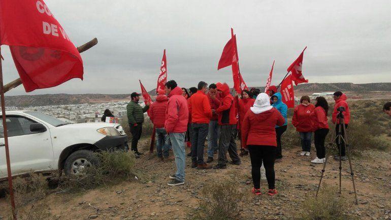 A las piñas, dirigentes del MPN y del MTD se pelearon por un terreno en Z1