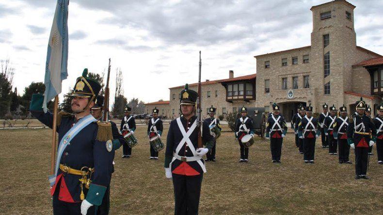 Los soldados del RIM 10 con el uniforme histórico desfilarán en Tucumán.