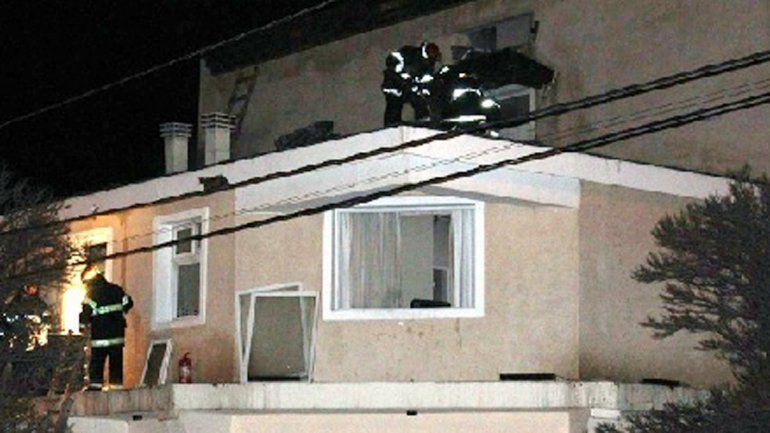 Bomberos sofocaron el incendio en el hotel Hue Melen de Zapala.