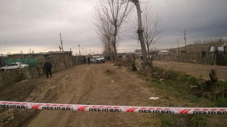 El cuerpo del joven fue hallado en un zanjón de la toma 2 de Febrero.
