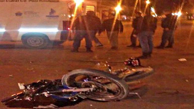 La moto Guerrero 150cc en la que viajaba de acompañante la víctima.