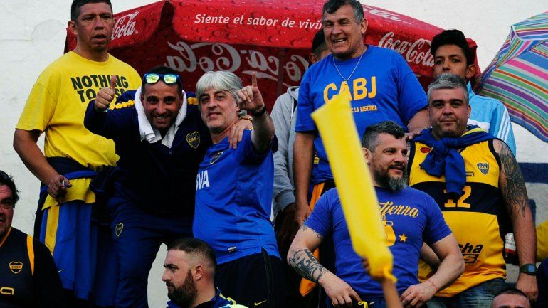 Rafa y su barra dijeron presente y llenaron las calles de Quito de azul y amarillo en la previa.