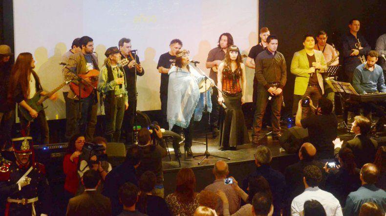 Decenas de cantantes y músicos participaron en el festival.