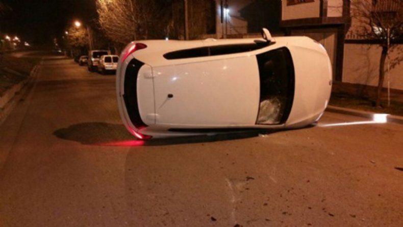 El auto quedó atravesado sobre calle San Juan a la altura de Amancay.