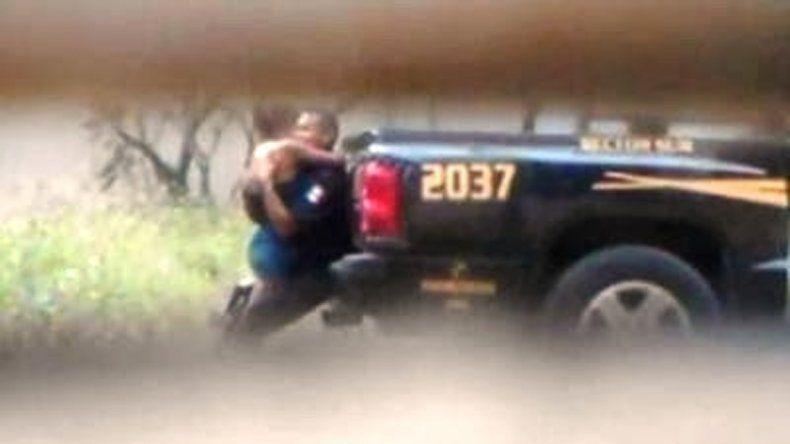 México. Afuera por tener sexo en la patrulla