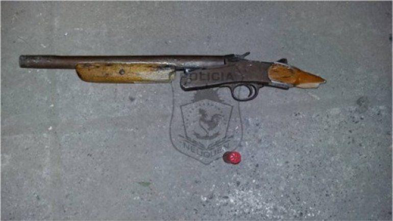 La Policía secuestró el pistolón que tenía el detenido.