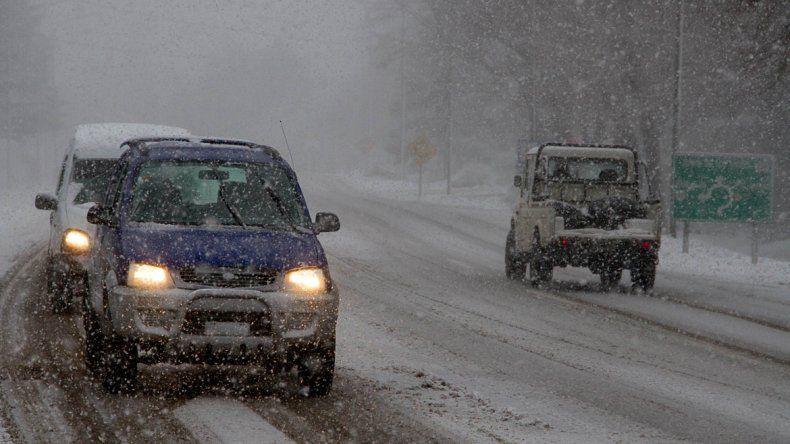 Icalma cerrado por las nevadas, Pino Hachado habilitado