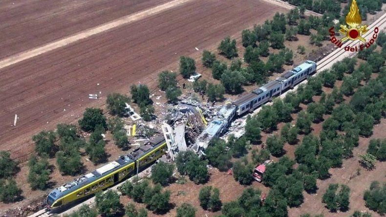 Al menos 26 muertos en Italia por un choque de trenes