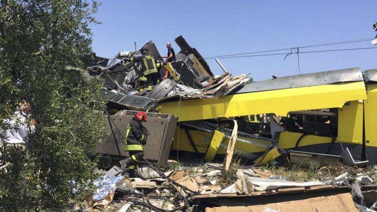 Los primeros vagones de ambas formaciones quedaron destrozados.