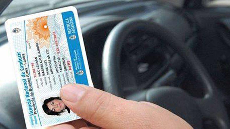 Hoy y mañana no atenderán en los centros de emisión de licencias