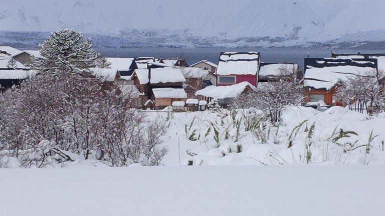 Otra postal de Caviahue. La nieve llegó con todo.