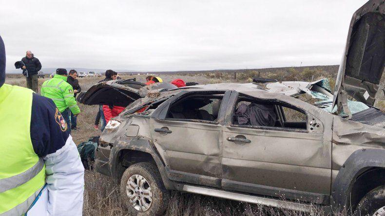 La Fiat Adventure quedó totalmente destruida tras el trágico vuelco.