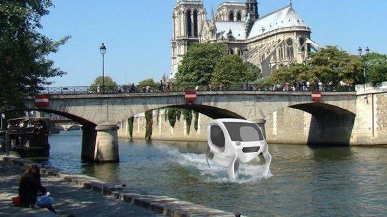El vehículo francés con forma de burbuja se eleva por encima del agua.