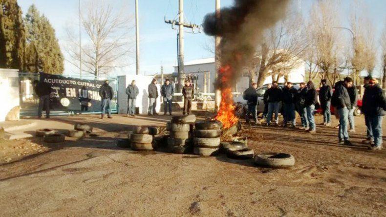 Ayer hubo quema de neumáticos a la vera de la Ruta 10.
