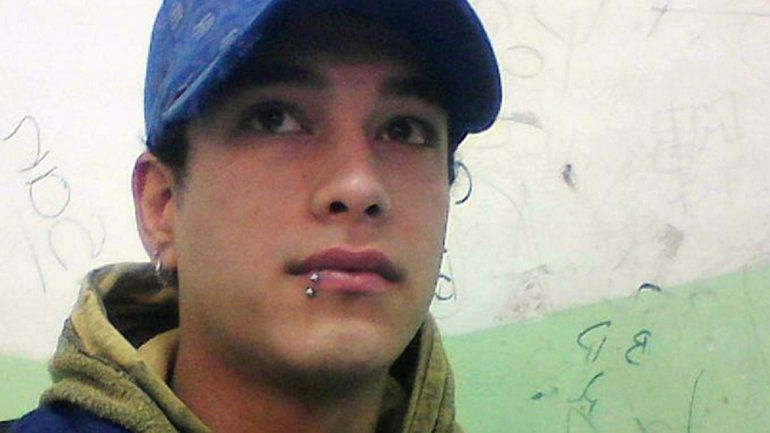 Daniel tiene 23 años y fue apuñalado. Está en coma en el Castro Rendón.