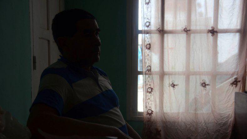 El hombre llegó a Neuquén hace dos años junto a su hijo y hoy trabaja como chofer y mayordomo del intendente.