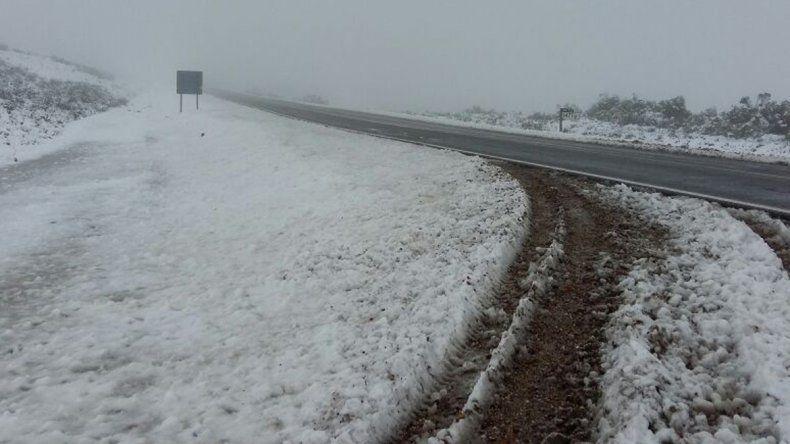 La llegada de la nieve se hace notar en las rutas cordilleranas. Para circular