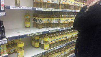 Ante los rumores de que el precio del aceite alcanzaría los 90 pesos, los neuquinos salieron a abastecerse.