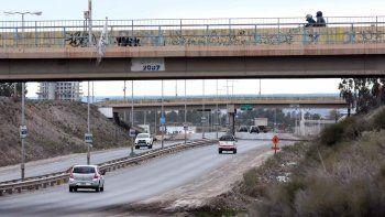 Desde el tercer puente de la Ruta 7, en el ingreso al barrio Mercantiles, le tiraron tres piedras a un automovilista.