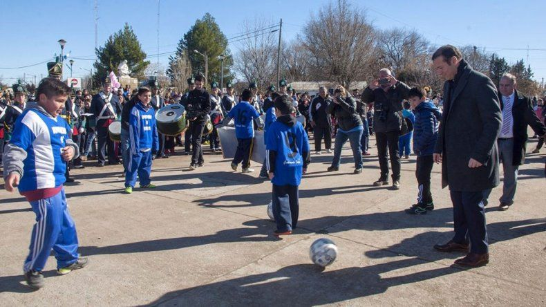 Gutiérrez estuvo en el aniversario y hasta compartió juegos con chicos.