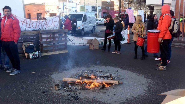 La jornada de protesta de ayer. Cortaron una calle en el centro.