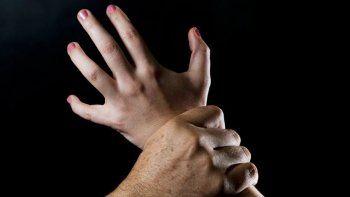 El acusado infringió una orden de acercamiento y abusó de la mujer.