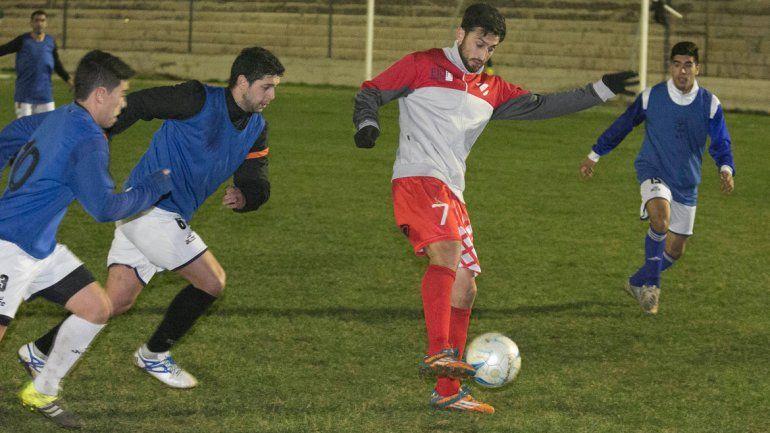 Villa y Ulloa anotaron los goles. El Rojo sintió la larga inactividad.