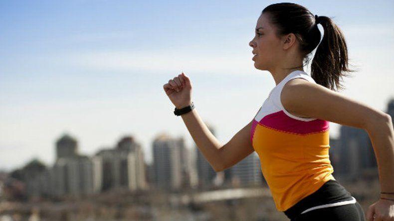 Un estudio revela que una hora de deporte contrarresta ocho horas de trabajo sentado