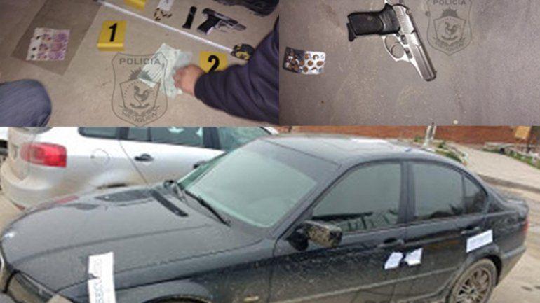 Iban en un BMW, no quisieron mostrar el DNI y les encontraron un arma y mil pesos falsos