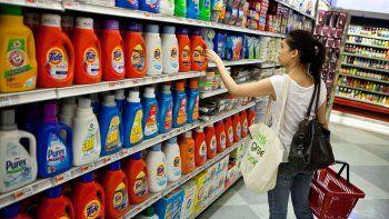 El desafío para cualquiera que ingresa a un supermercado es recorrer cada una de las góndolas y comparar los precios. La única manera de ahorrar ante el efecto inflacionario.