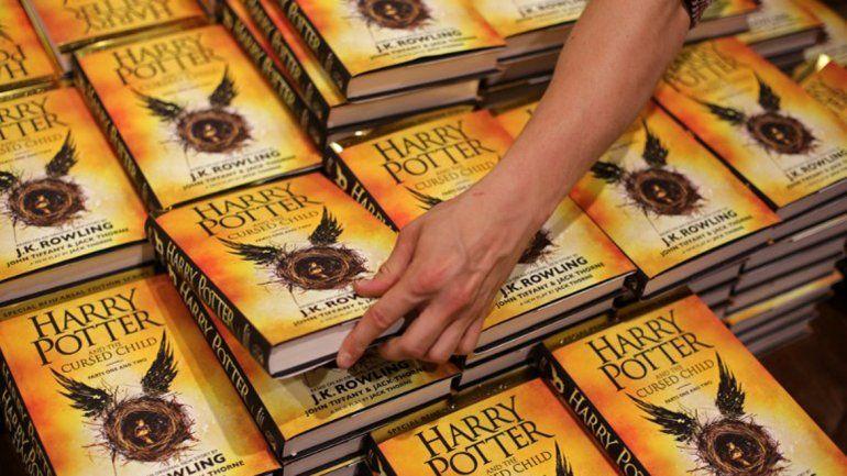 Salió el nuevo libro de Harry Potter y reavivó el fanatismo en el país