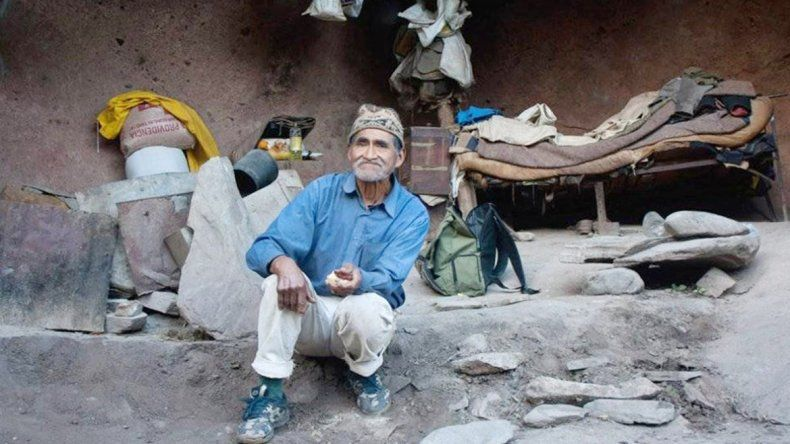 Pedro Luca y la cueva en la que vive
