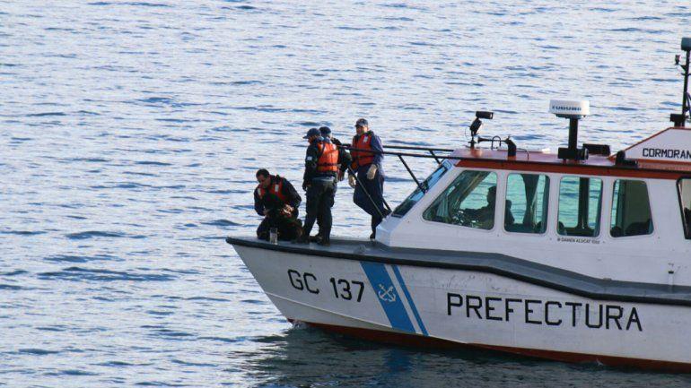 Policía desaparecido: realizan rastrillajes en el lago Nahuel Huapi