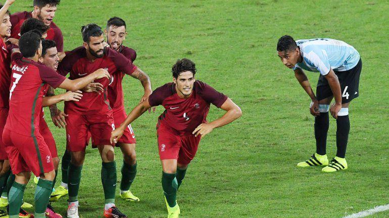 El 2-0 fue mucho. El equipo del Vasco Olarticoechea mereció un poco más. Portugal fue un rival de jerarquía en el inicio de los Juegos.