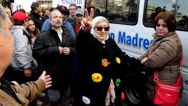 Bonafini ayer rodeada de militantes.