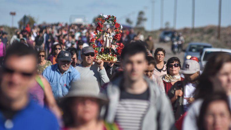 Una multitudinaria peregrinación de fieles se acercó al santuario de San Cayetano