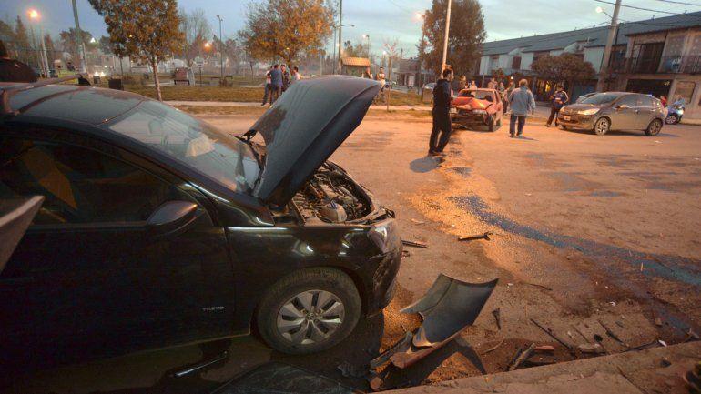 Se quiso adelantar y produjo un choque entre cinco autos: varias personas heridas