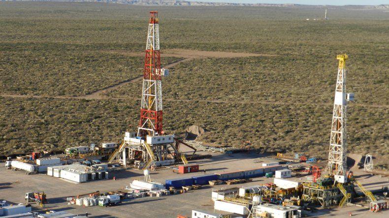 Precio. El barril a 100 dólares promovió la llegada de inversiones a la cuenca neuquina.