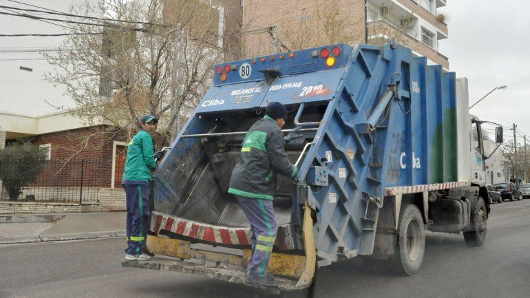 Los camiones siguen recolectando residuos húmedos mezclados con los secos.